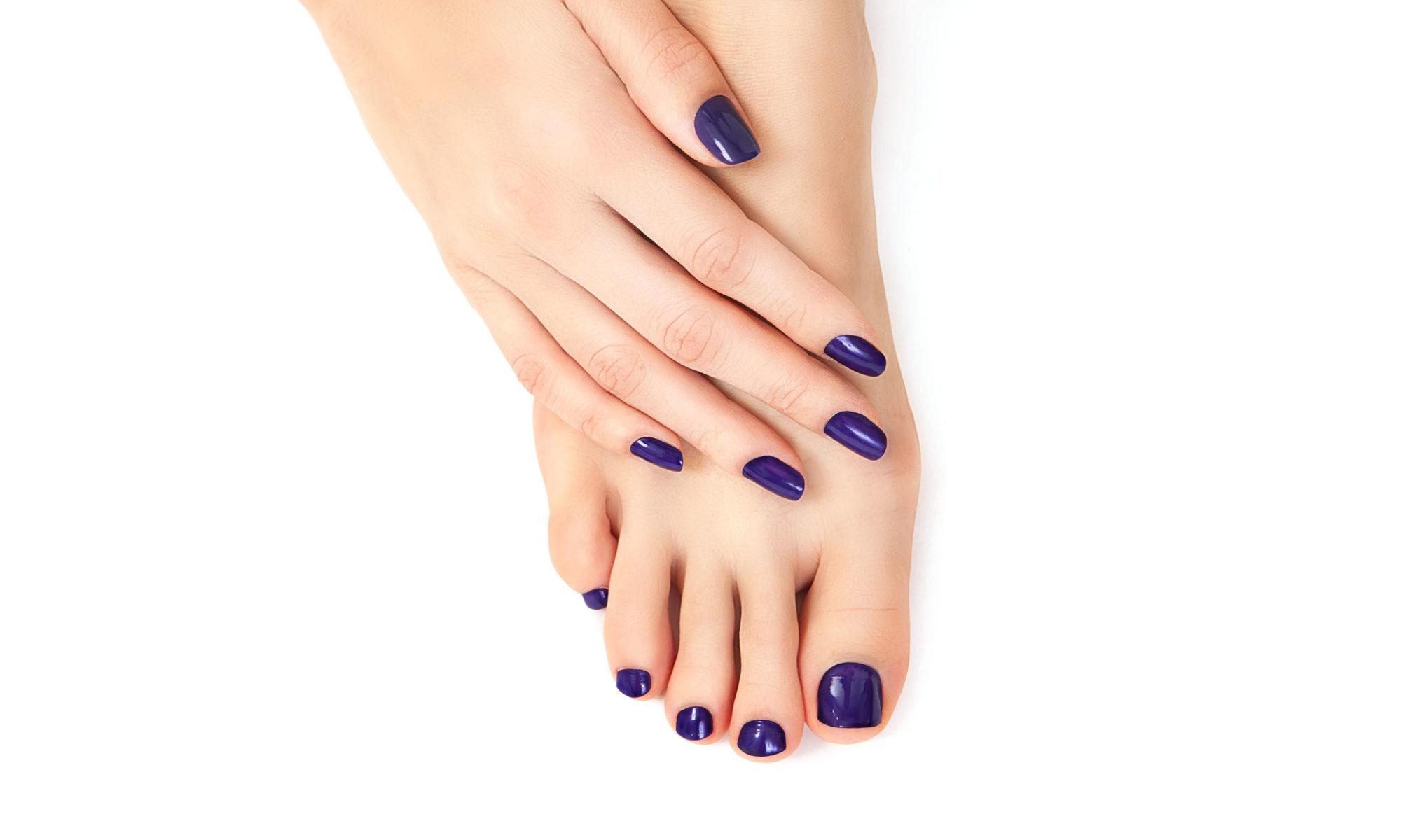 Schönere Hände und Füße werden durch Maniküre- und Pediküre Anwendungen realisiert.